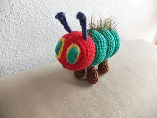 Brimues Fingerpuppe Raupe Nimmersatt Häkelanleitung Crochet
