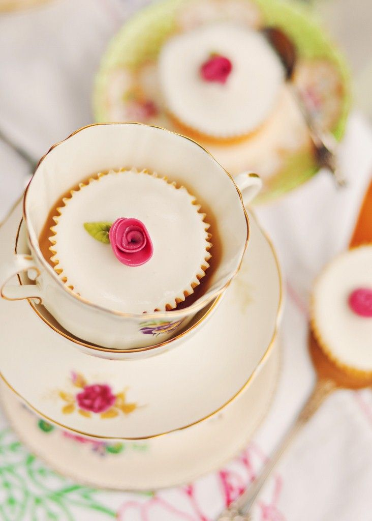 I love this whole post by Sweetapolita - such a sweet (in the figurative and literal sense) tea party!