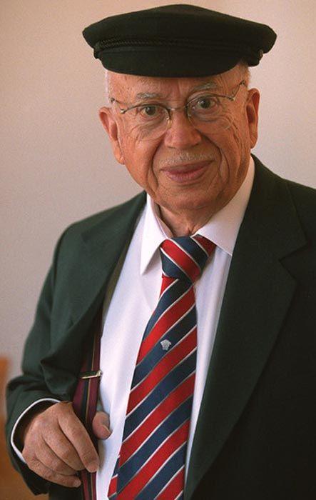 Fallece el poeta chileno Gonzalo Rojas a los 93 años  http://cultura.elpais.com/cultura/2011/04/25/actualidad/1303682402_850215.html