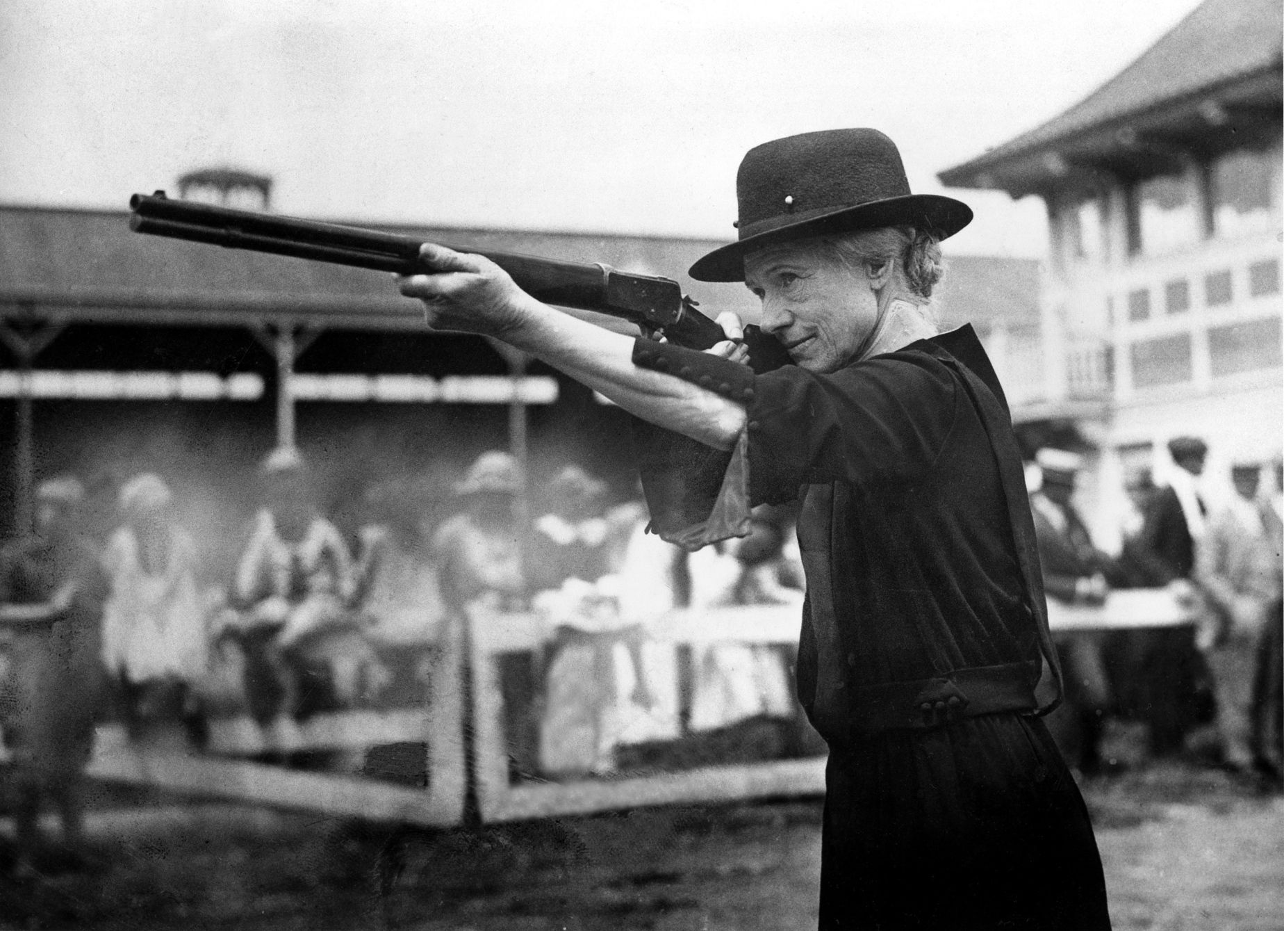 Expert Sharpshooter And Performer Annie Oakley Es Out Of
