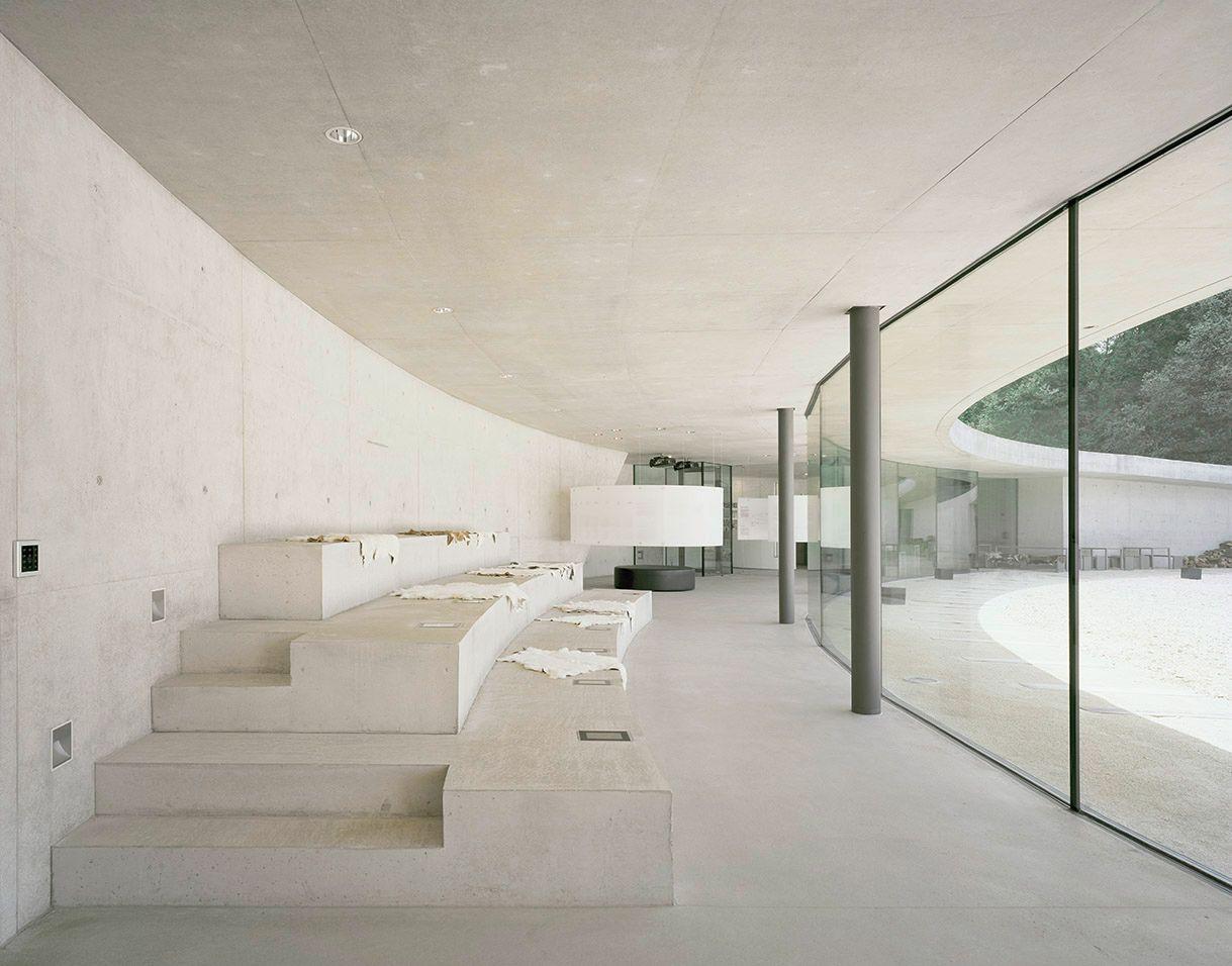 Moderne Höhle für die Steinzeit - Besucherzentrum für ...