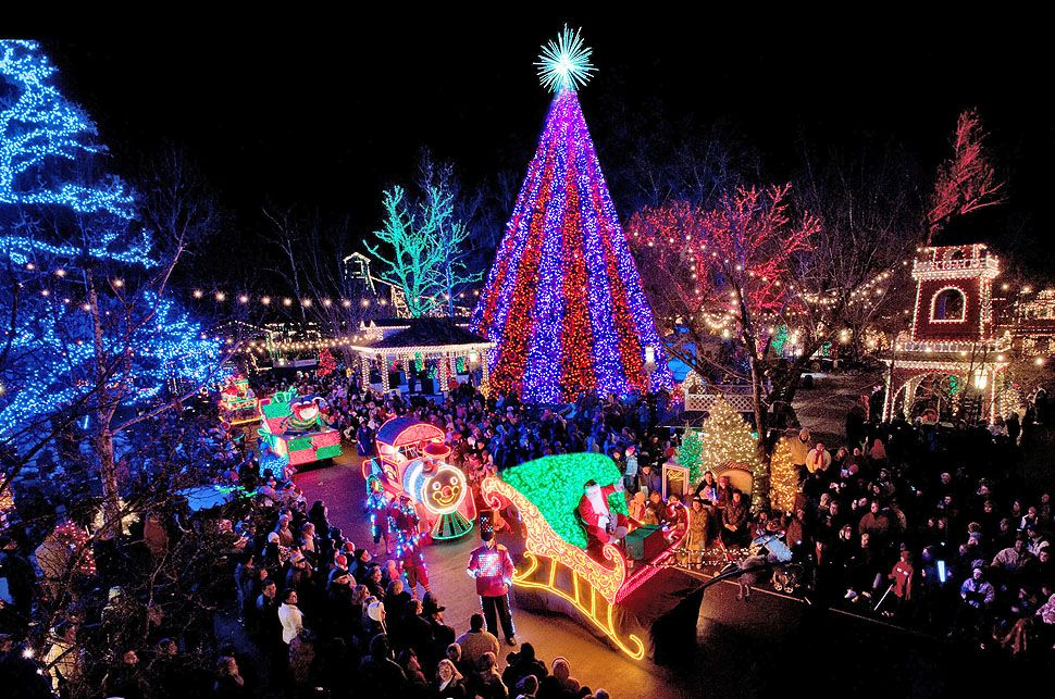 World S Best Holiday Light Displays Cool Christmas Trees Holiday Lights Display Old Time Christmas