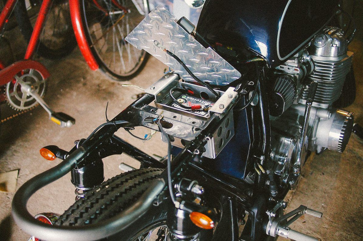 danny escobar cb750 cafe racer custom battery box cb550 cb750 rh pinterest com honda cb750 wiring diagram honda cb750 wiring schematic [ 1195 x 796 Pixel ]