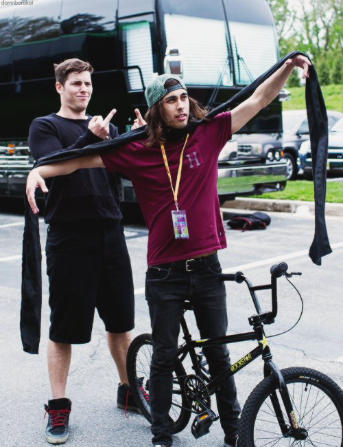 Lol vic has no idea. Zack is 210% done with his shit xD<< yes mom these are the men I look up to XD