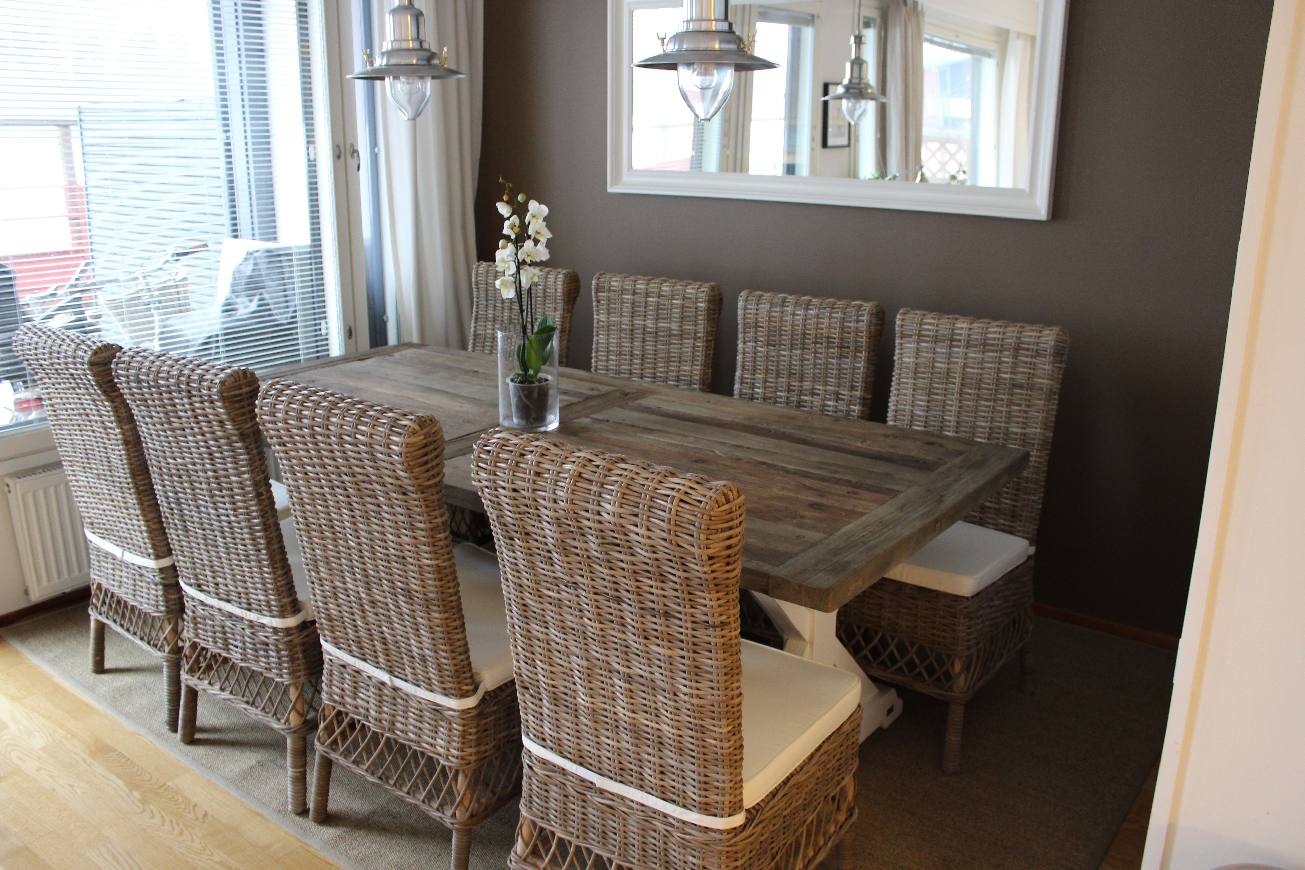 Our new diningroom table from Artwood and new rattan ...