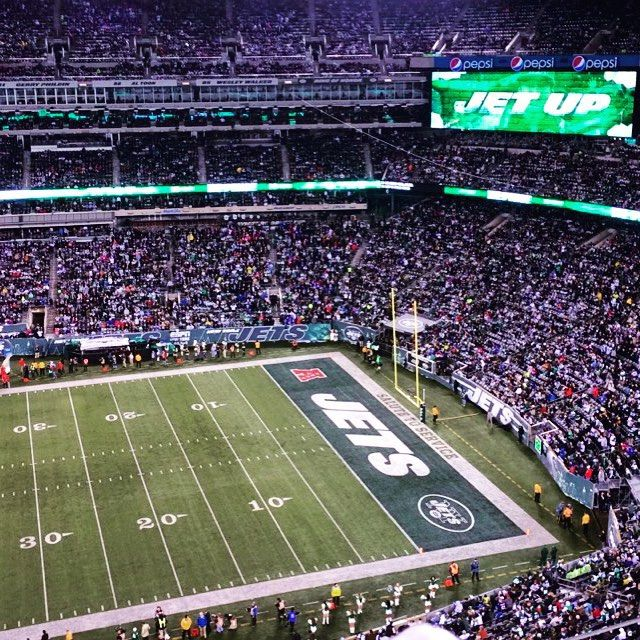 No #JETS football today ☹️ so here's a pic of the field i took at Thursday Night Football ✈️ #NFL #tnf #newyork #nyjets #ganggreen #metlifestadium #football #love #nyj #ibleedgreen #JetUp @nyjets