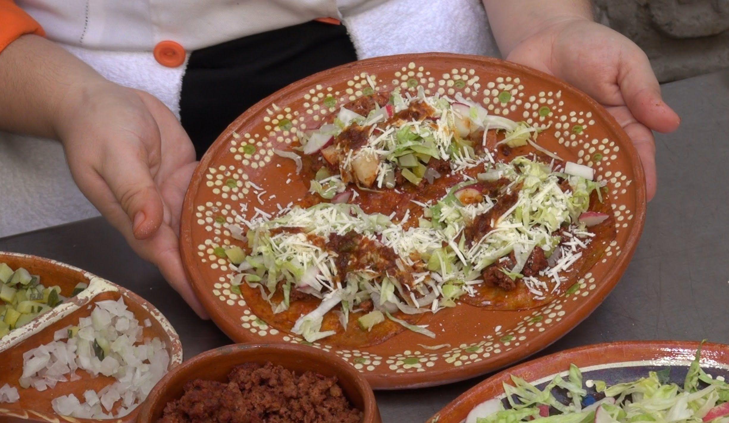 De la comida típica de Sinaloa debes probar las enchiladas del suelo.
