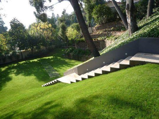 Un Jardin En Pente Douce Idees Pour La Maison Pinterest