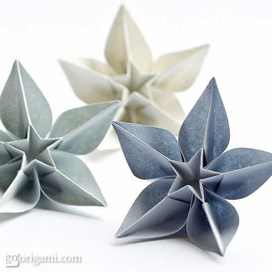 Here are some more origami flowers, which can be used in so many different ways! Cards, pages, decorations... what else can you think of?