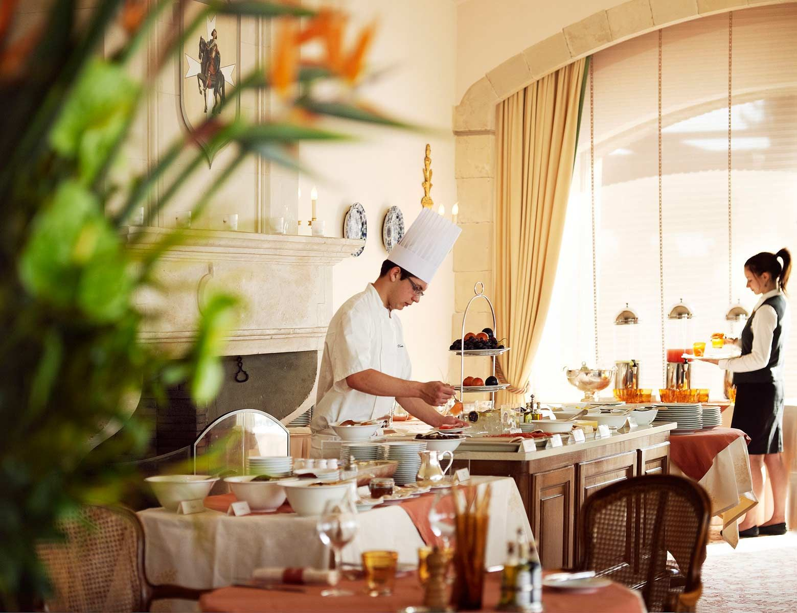 Hotel staff jetsethippie workandtravel 31 people for Spa uniform france