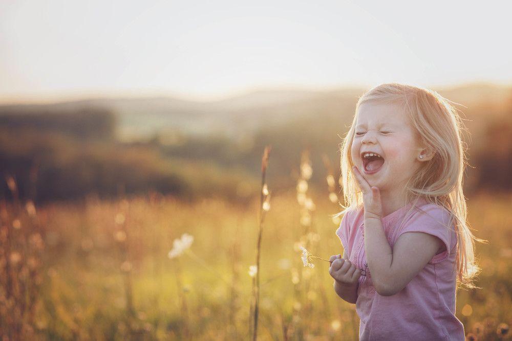 colores pastel , encuadre , desenfoque , risas , luz natural ...