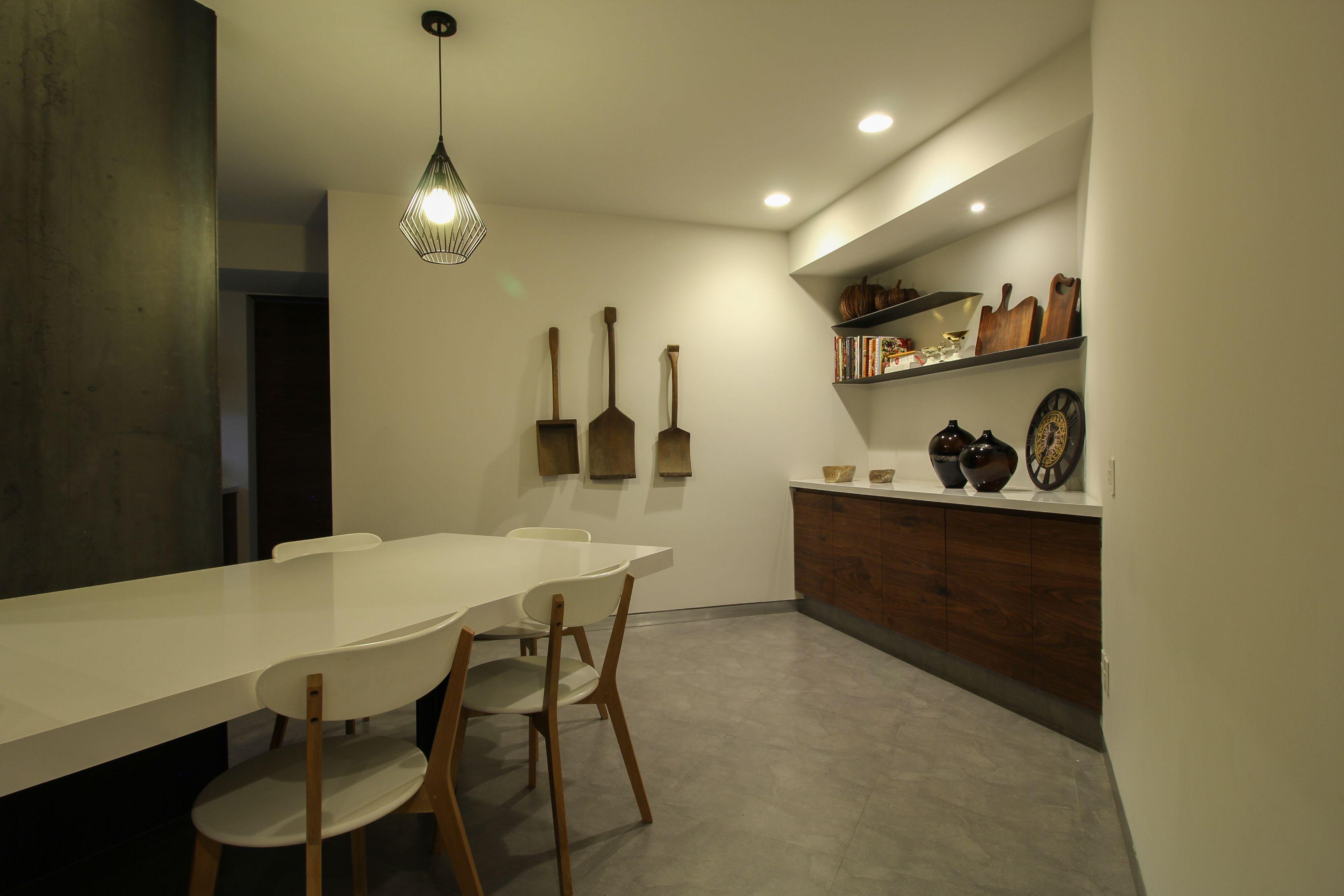 Cocina moderna, cubierta de cuarzo blanco Silestone y madera de ...