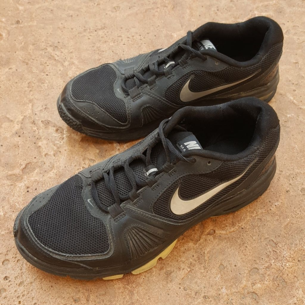 cheap for discount 20363 994d8 Nike Shoes   Vintage Nike Air Max Edge 11+ Black Sneakers 9.5   Color   Black White   Size  9.5