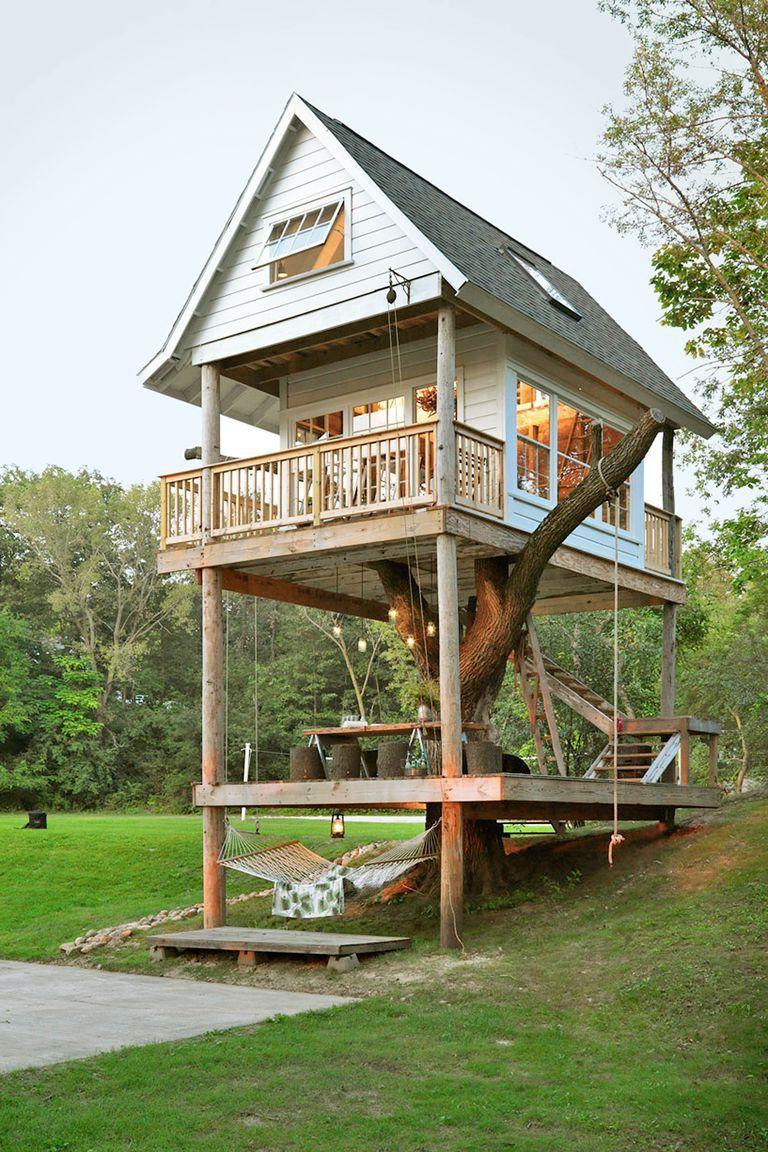 Luxus Baumhaus Das Camp Wandawega in Elkhorn im US-Bundesstaat Wisconsin erinnert mit seinen Kabinen aus den 1920er-Jahren und den alten Pfadfindern an das Set von Wes Andersons Moonrise Kingdom. #tinyhousebathroom