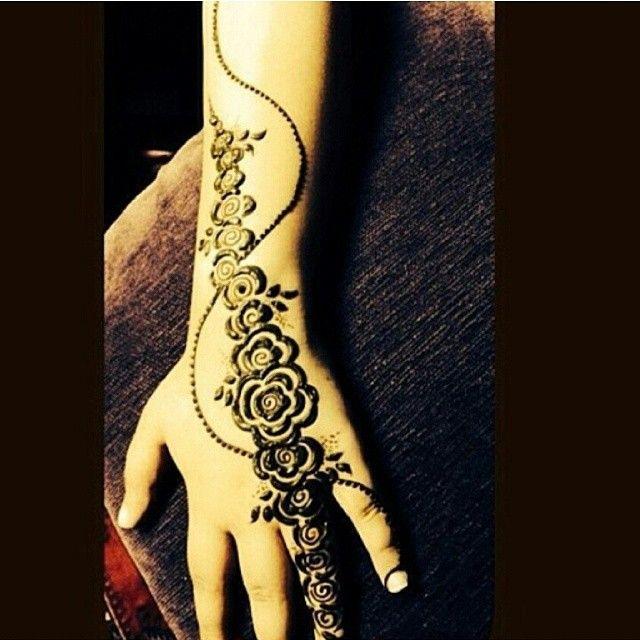 50 نقوش حناء للعرايس والصبايا على الايادى صور روعه تجنن منتدى اناقة و موضة ربة المنزل والبنات Henna Hand Tattoo Hand Henna Henna Tattoo