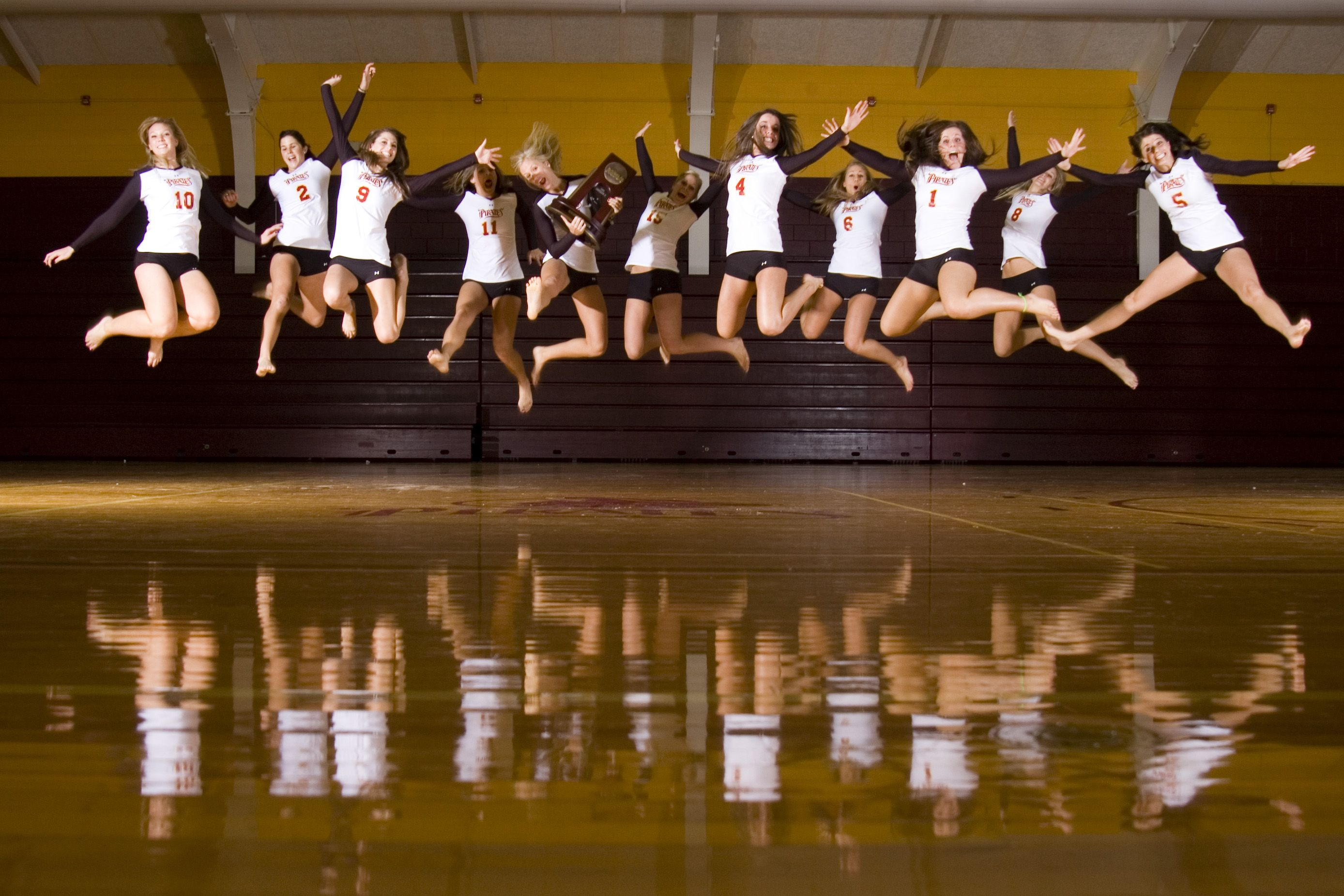 We Should Do This For Our Volleyball Picture 0 Volleyball Team Pictures Volleyball Pictures Volleyball Photos