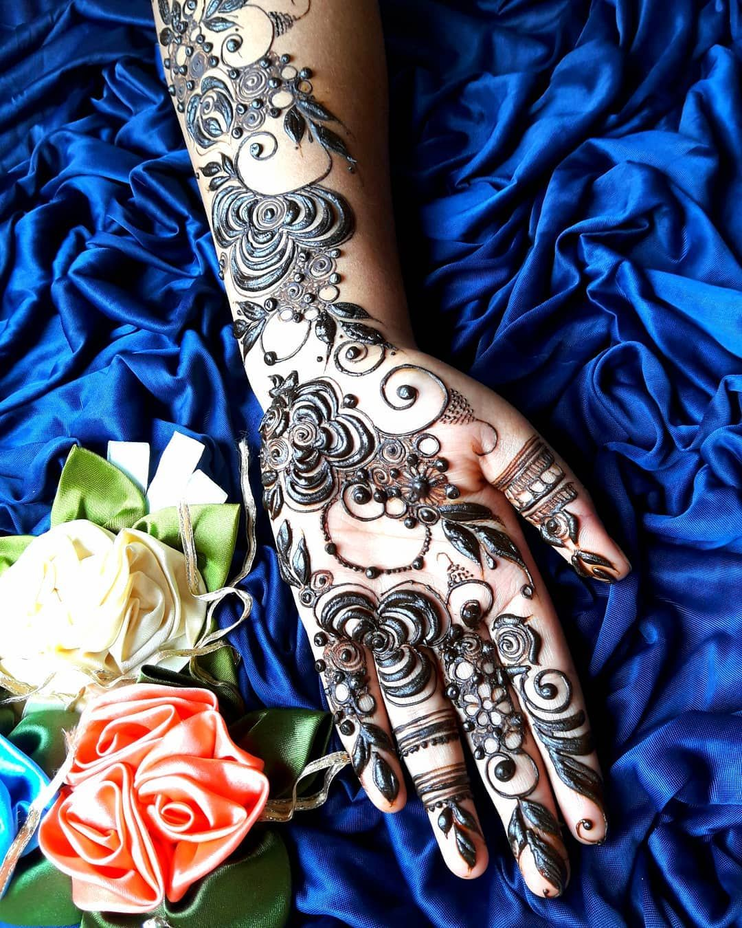 Latest Dubai Style Henna Designs For Hands Uploaded By Mehnditab
