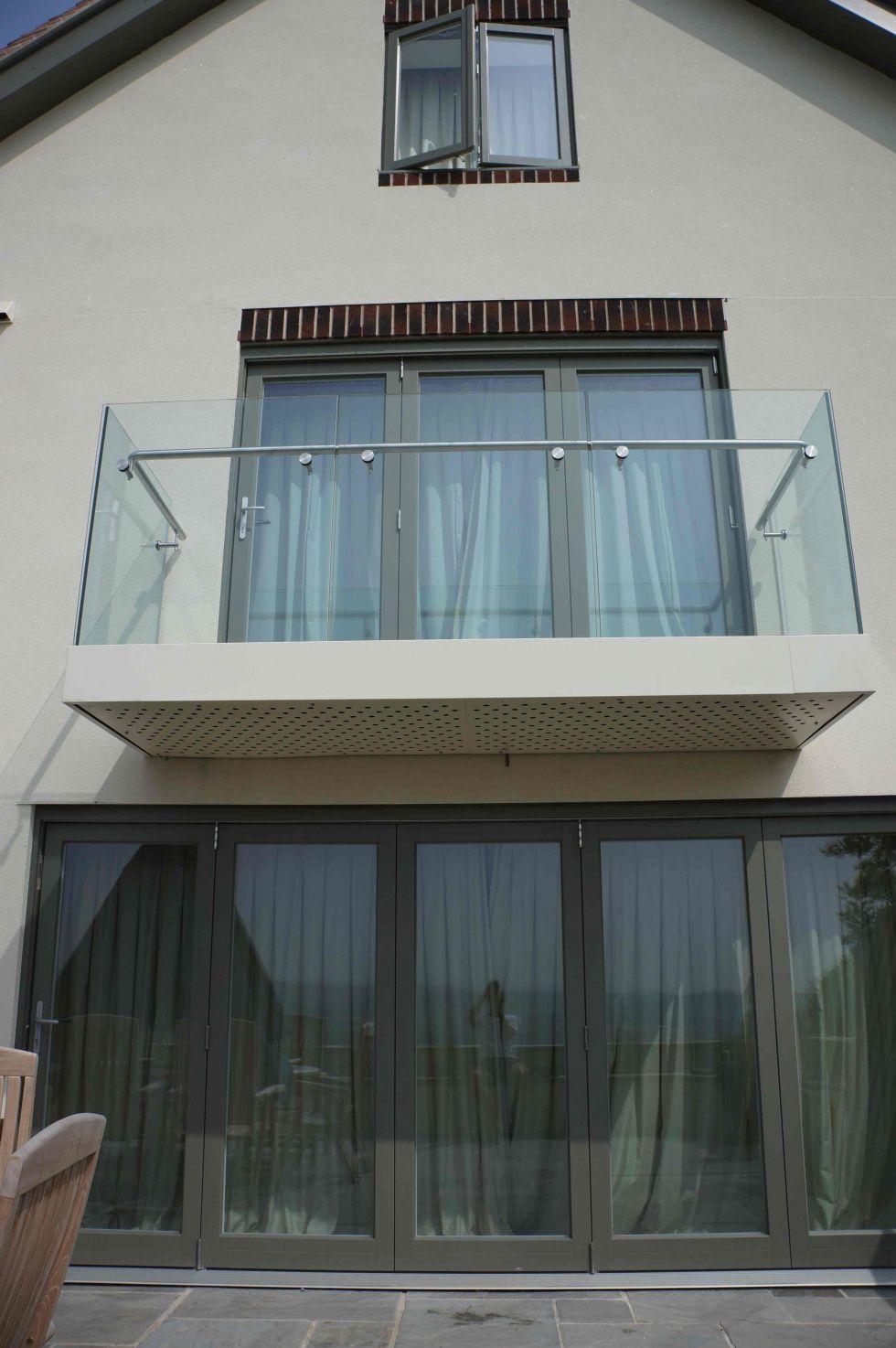 Hidden Fixings Glass Balcony - Cantileavered
