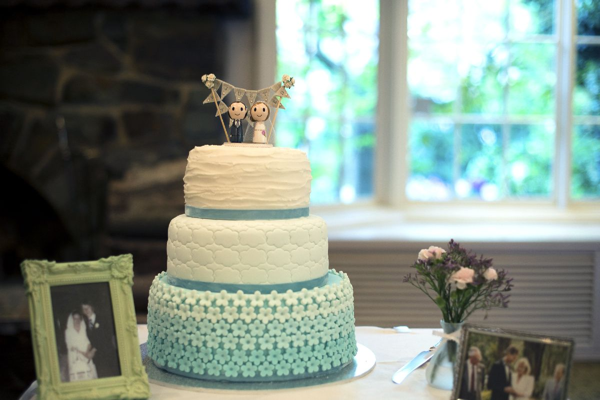 An Ombre wedding cake for A beautiful and whimsical forest wedding | itakeyou.co.uk