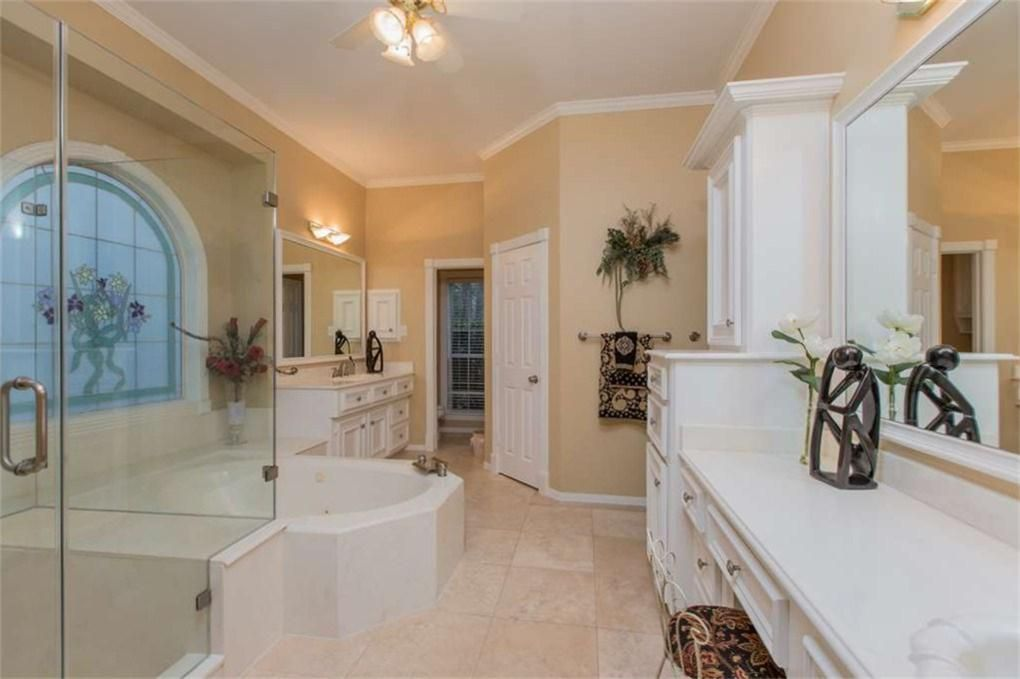 Large Master Bath Has Brand New Enclosed Glass Shower Doors Jacuzzi