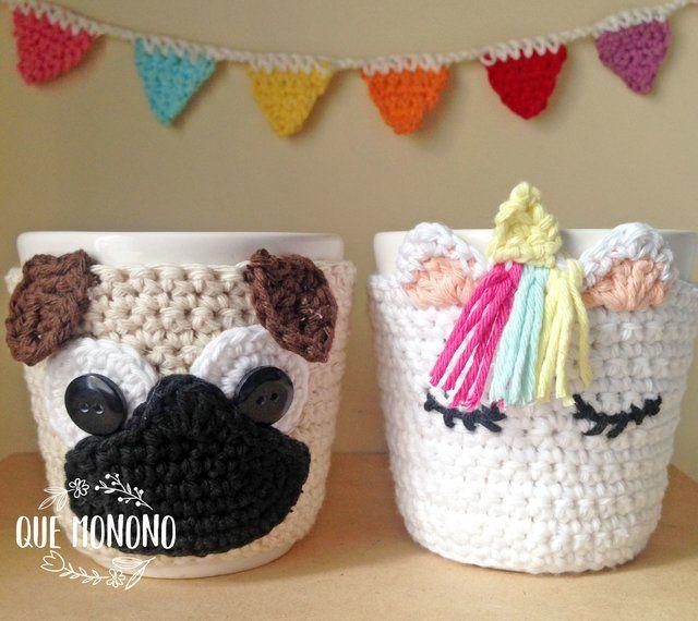 Taza de cerámica, con funda tejida a crochet. La funda es ...