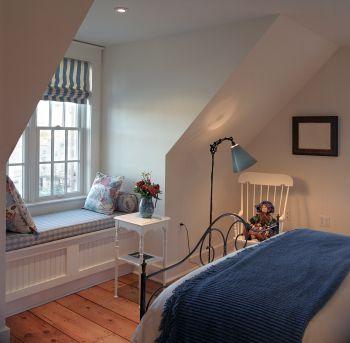 Insida takkupa Dormer window seat in loft bedroom, could have storage under  seat.