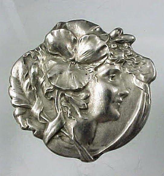 El Secreto Encanto De La Diva: Sterling silver antique brooch.  I saw it here: http://elsecretoencantodeladiva.blogspot.com.ar/2014/05/cuando-la-plata-se-convierte-en-un.html