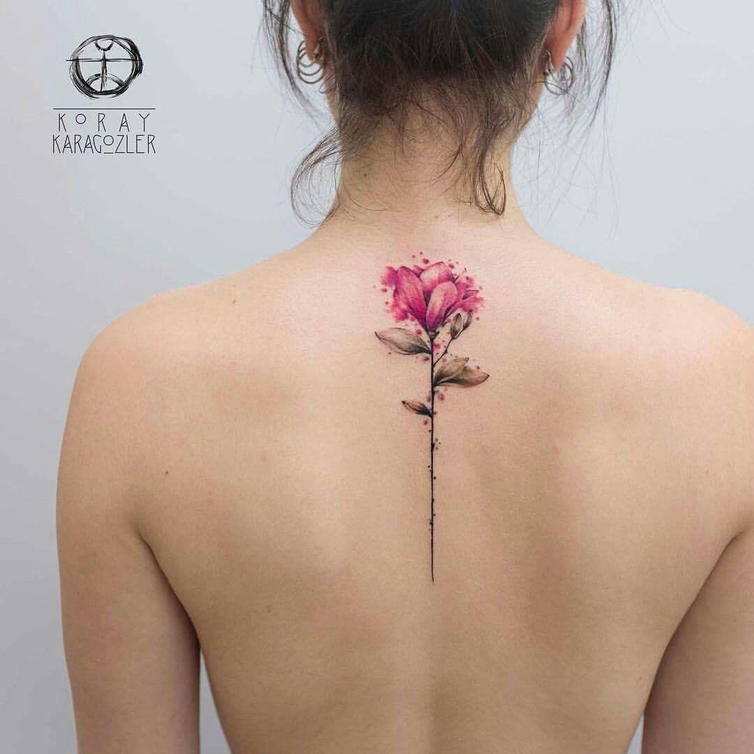 tatouage oiseau colonne vertebral