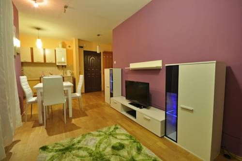 Apartament Nowotarski Zakopane Apartament Nowotarski offers self-catering accommodation in Zakopane, 1.1 km from the famous pedestrian street of Krup?wki and 700 metres from the Zakopane Train and Bus Stations.  The apartment features parquet floors and classical d?cor.