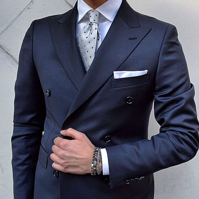 G o o d e v e n i n g F r i e n d s  What do you think of this double-breasted suit?  Suit #Tagliatore Accessories @gerbastore  Ties @alteamilano  #NappoUomo #Poggiomarino #GerbaStore