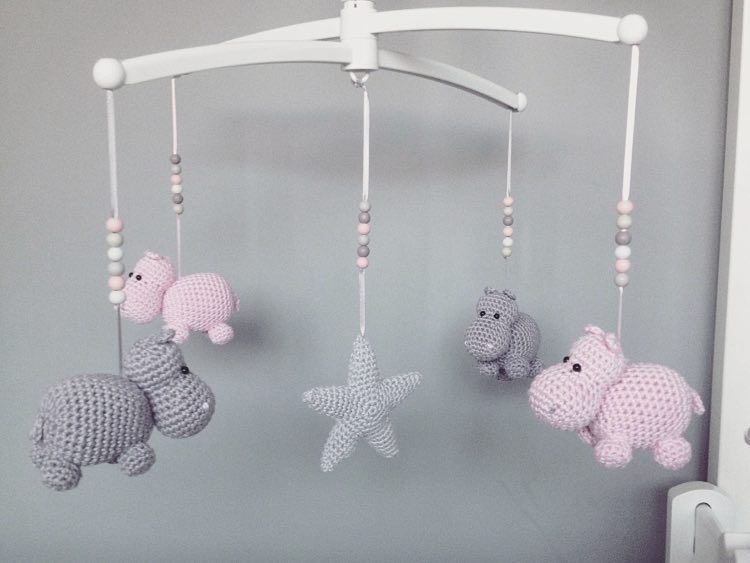 diy anleitung mobil aus nilpferden selber h keln via amigurumi crochet and babies. Black Bedroom Furniture Sets. Home Design Ideas