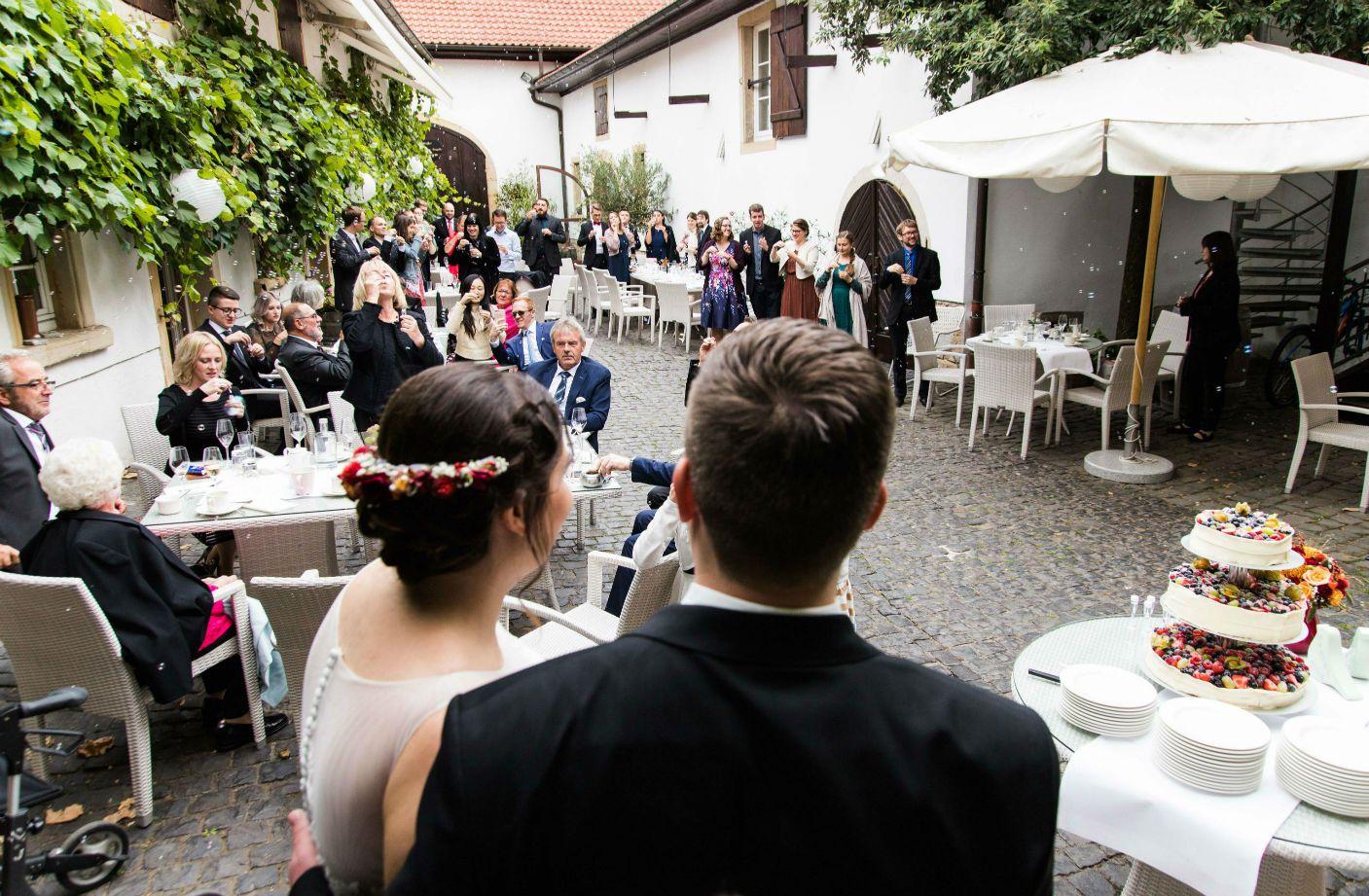 Heiraten In Der Pfalz Hier Freinsheimer Hof Eine Wunderschone Hochzeitslocation Mitten In Der Altstadt Von Freinsheim Mehr Hochzeitslocation Heiraten Trauung