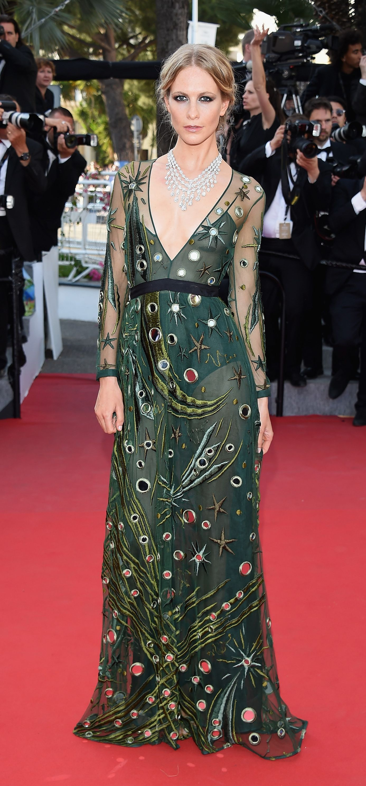 British Model Poppy Delevingne Wearing A Burberry Gown On The Cannes Red Carpet For The Premiere Of Carol Fashion Celebrity Red Carpet Black Tie Attire