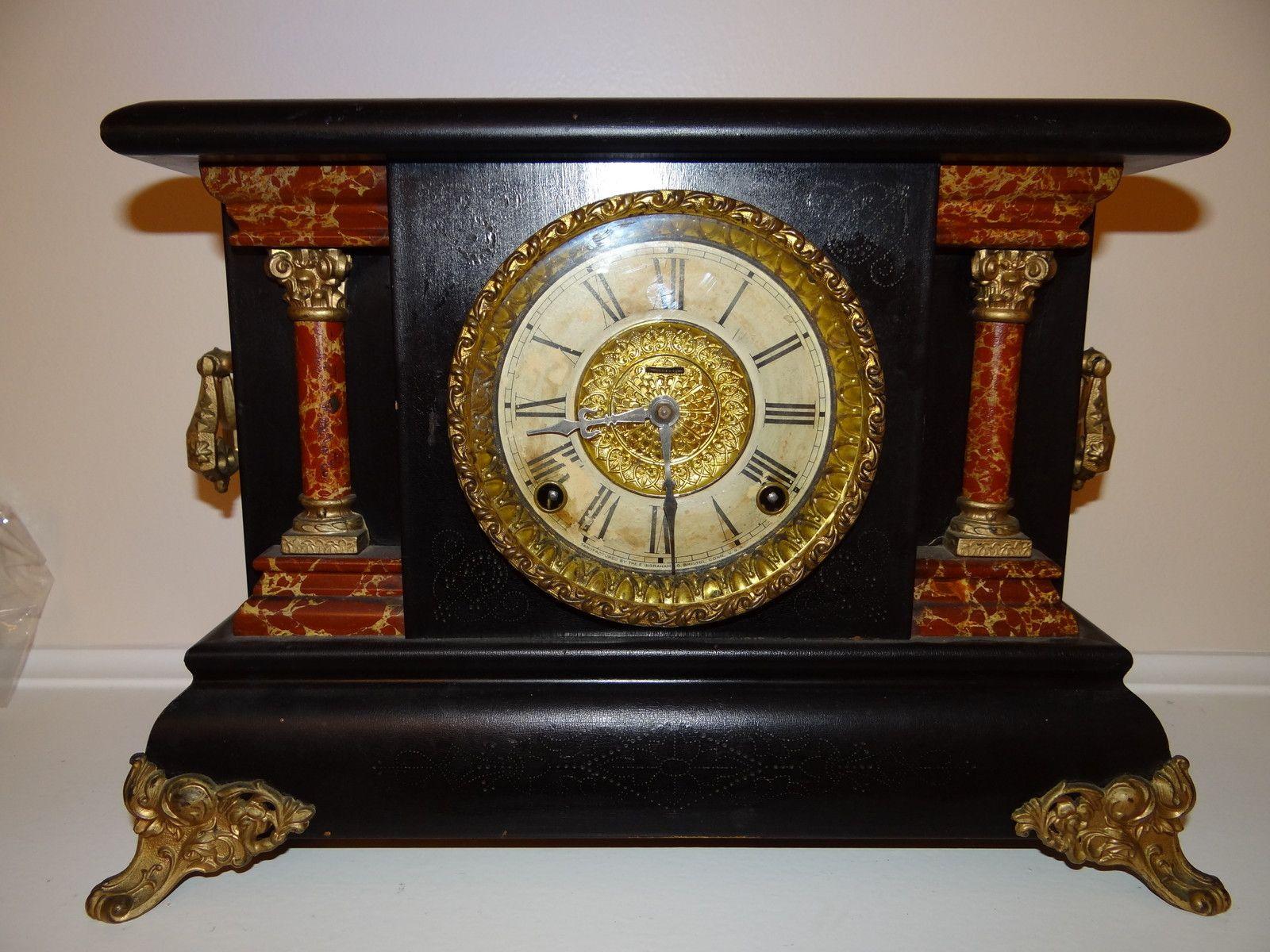 American Mantle Clock 19th Century In Walnut Mantle Clock