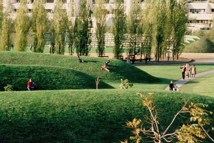Le parc des coudrays yvelines grass mounds are both for Jardin urbain definition