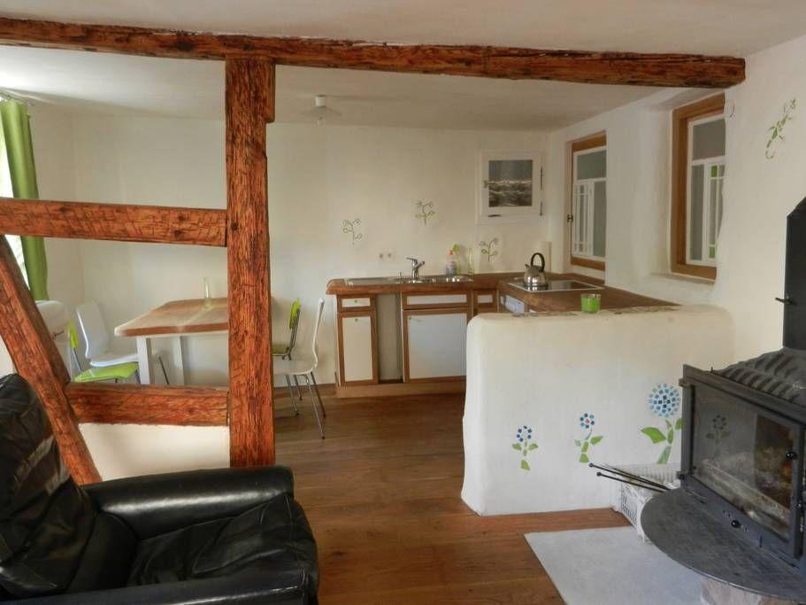 Blick in die offene Küche mit Essecke Rechts der Kamin voyage - essecken für küchen