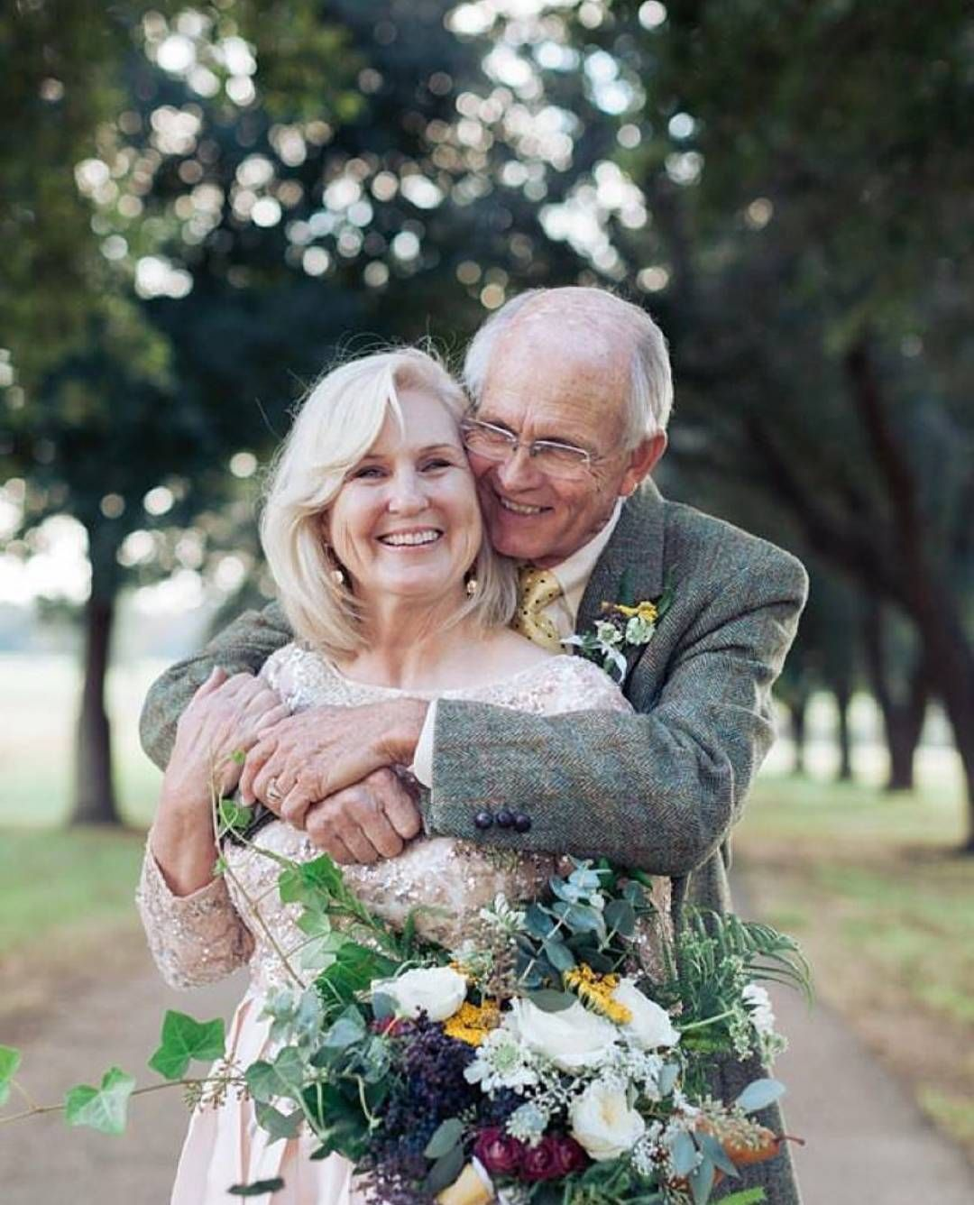 Relationship goal! This lovely couple has been married for 50 years and we still can see their love and affection to each other radiates throughout this photo by @photographybymicahlawilson! Isn't it the loveliest to see this happy couple together? Hands up if you want to grow old together with your loved one like this lovebirds too!  Photography @photographybymicahlawilson / Floral Design by Botanical Occasions by Leanne Graves / Cake Styling @georgiegirlcakery / Hair & Makeup by Caitlin…