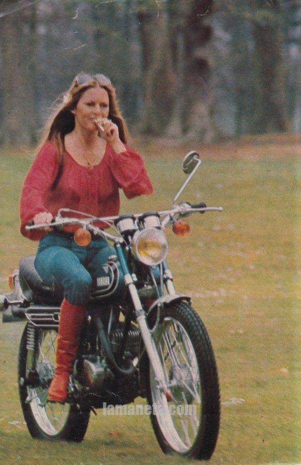 Image - Brigitte Bardot en YAMAHA AT2 - Ma passion pour les motos - Skyrock.com | Motos ...