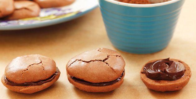Schokoladen-Macarons Schritt für Schritt zubereiten