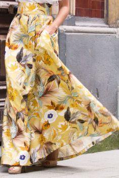 5a5ae4fa9 comprar online Falda larga mostaza con estampado de flores de Apparentia