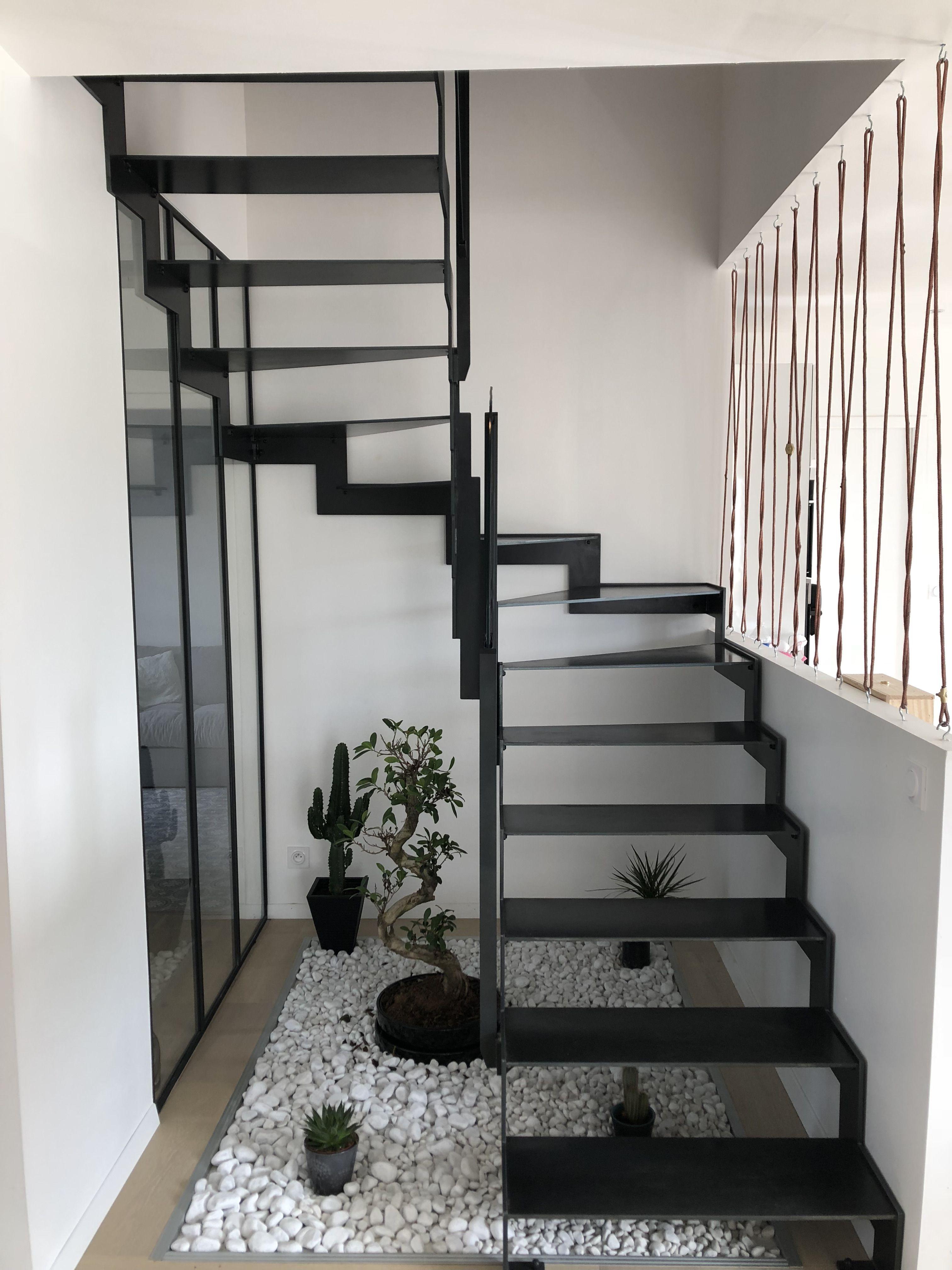 Escalier 2 4 Tournant Avec Verriere Sur La Deuxieme Volee