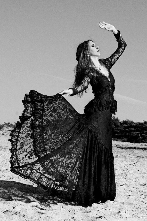 Somnia Romantica: Alicante Victorian-inspired mourning ensemble