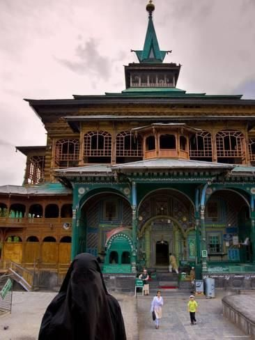 Local People At The Mosque On Daal Lake Srinagar Jammu And Kashmir India Photographic Print Michele Falzone Art Com India Travel Places Jammu And Kashmir Srinagar
