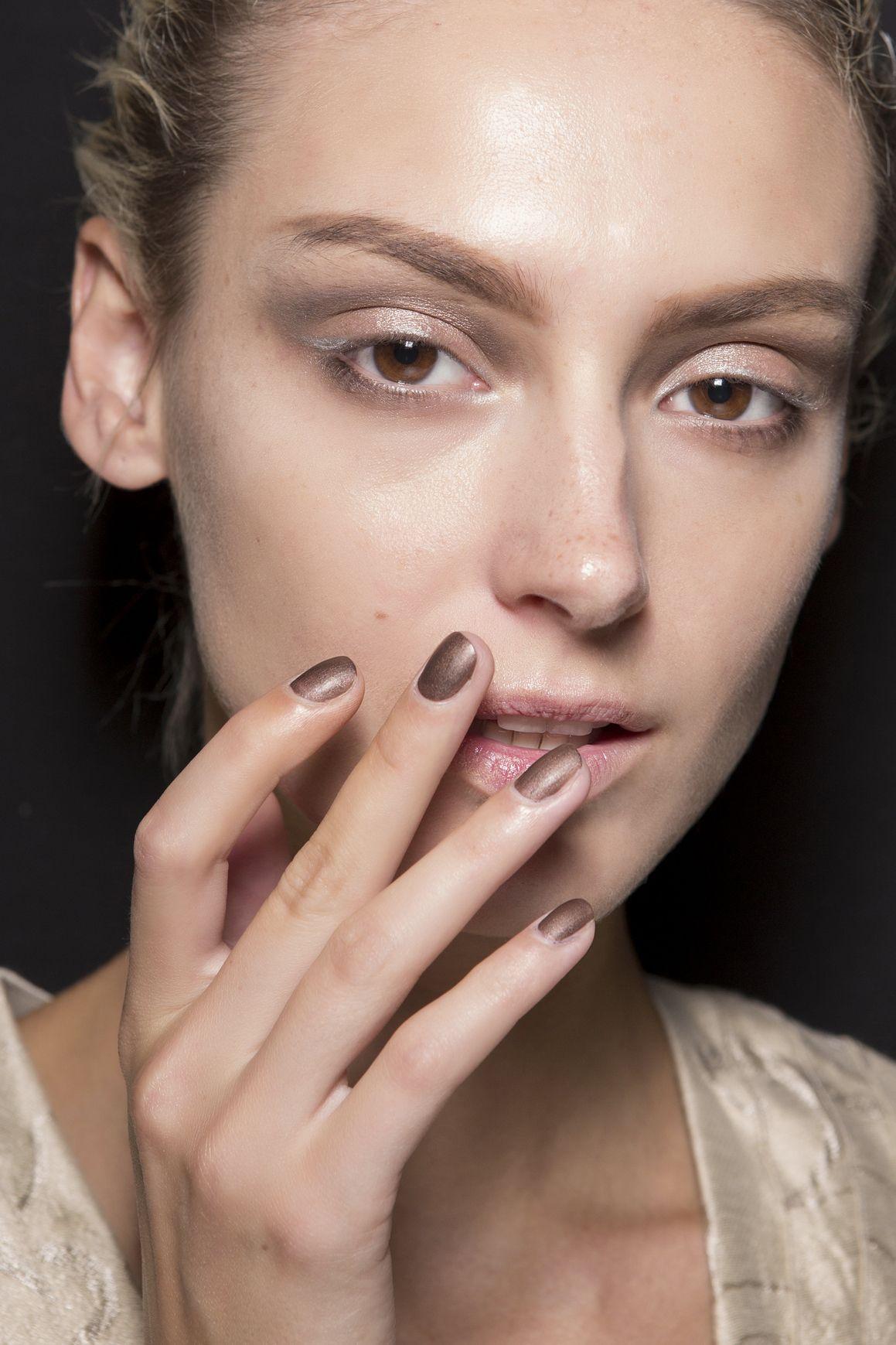 Manicure: trendy wiosna-lato 2015, Giorgio Armani, fot. Imaxtree