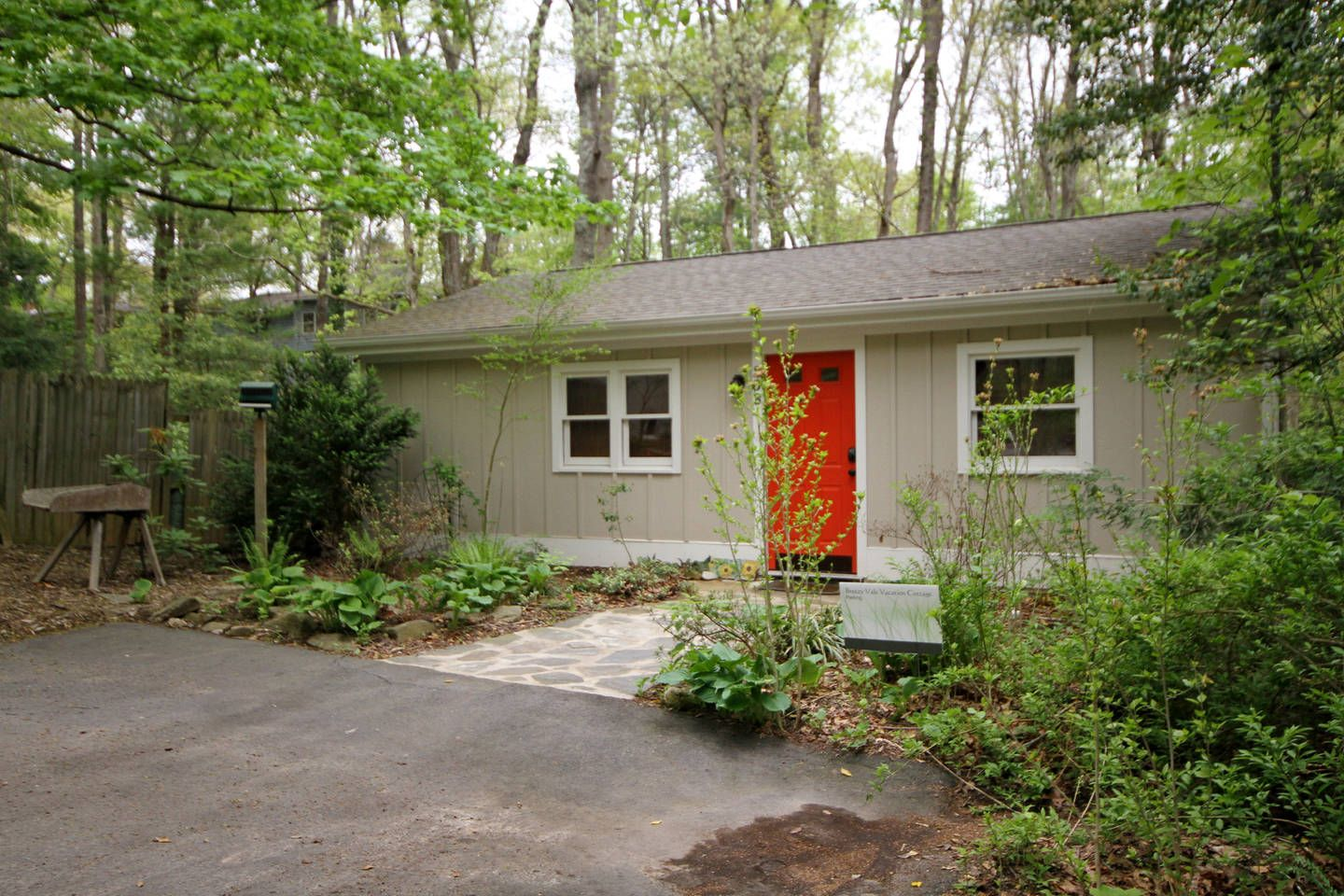 Breezy Vale Cottage 1 Bdrm Withw D In Black Mountain North Carolina Vacation Rentals Cottage Outdoor Decor