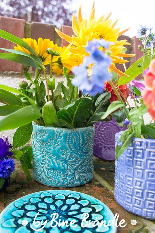 Keramik-Vase mit Reliefmuster selbst töpfern. Mehr tolle ...