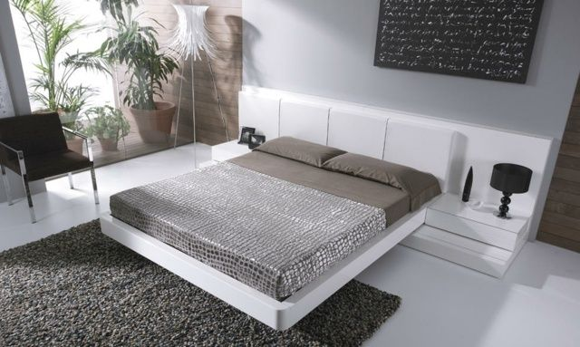 schlafzimmer weiß bett kopfteil shaggy teppich | schlafzimmer