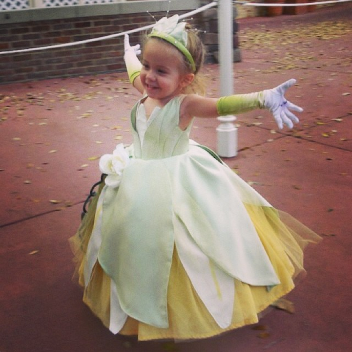 Mom Designs Adorable Costumes for 3-Year-Old Daughter to Wear Around Disney World  sc 1 st  Pinterest & Mom Designs Adorable Costumes for 3-Year-Old Daughter to Wear Around ...