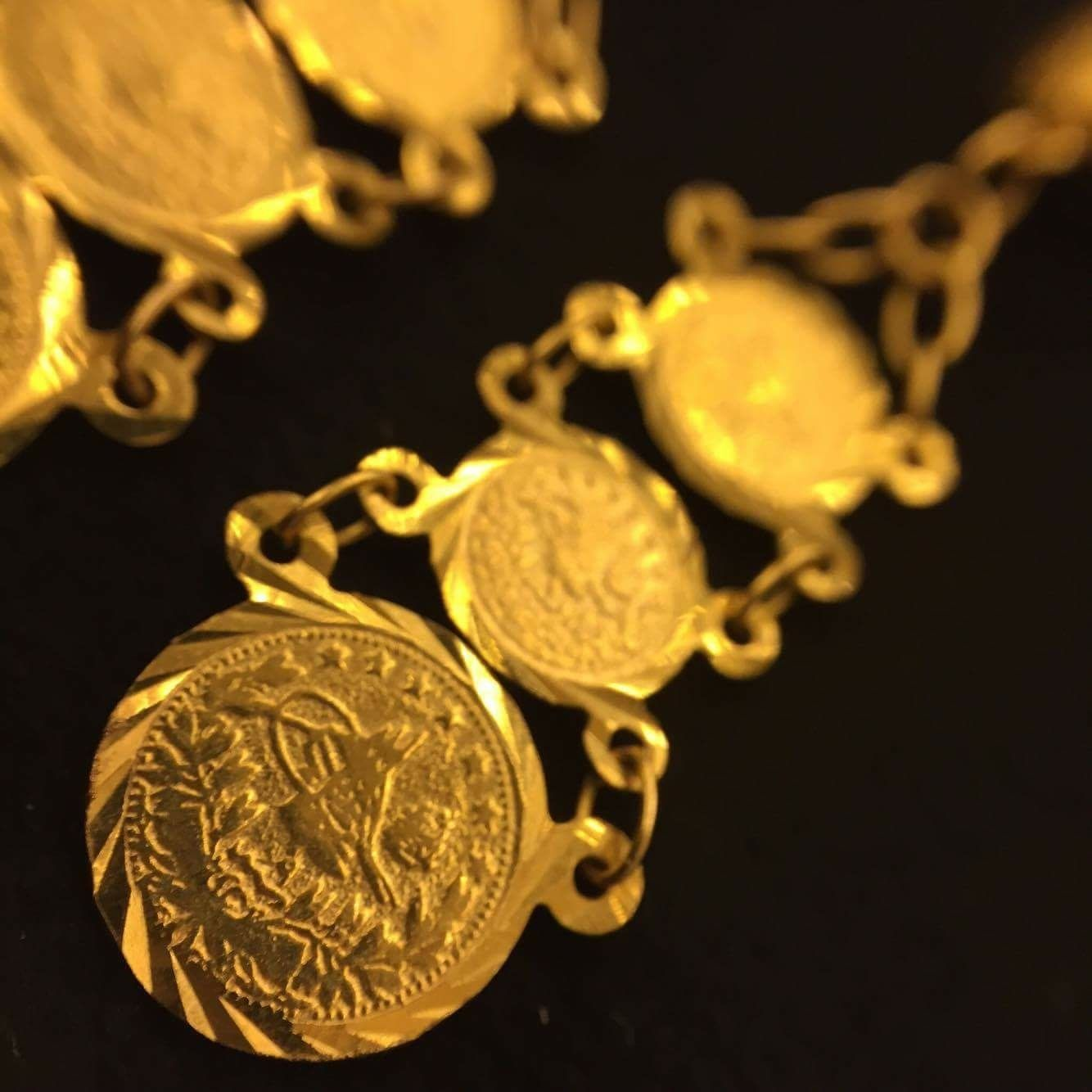 Do you love wearing beautiful earrings??  Often changes your whole look...  This pair are like small beautiful thin gold coins, 21ct gold  Price 380 € www.lisensjewellerybox.com  #jewellery #coin #earrings #21ct #gold #design #goldearrings