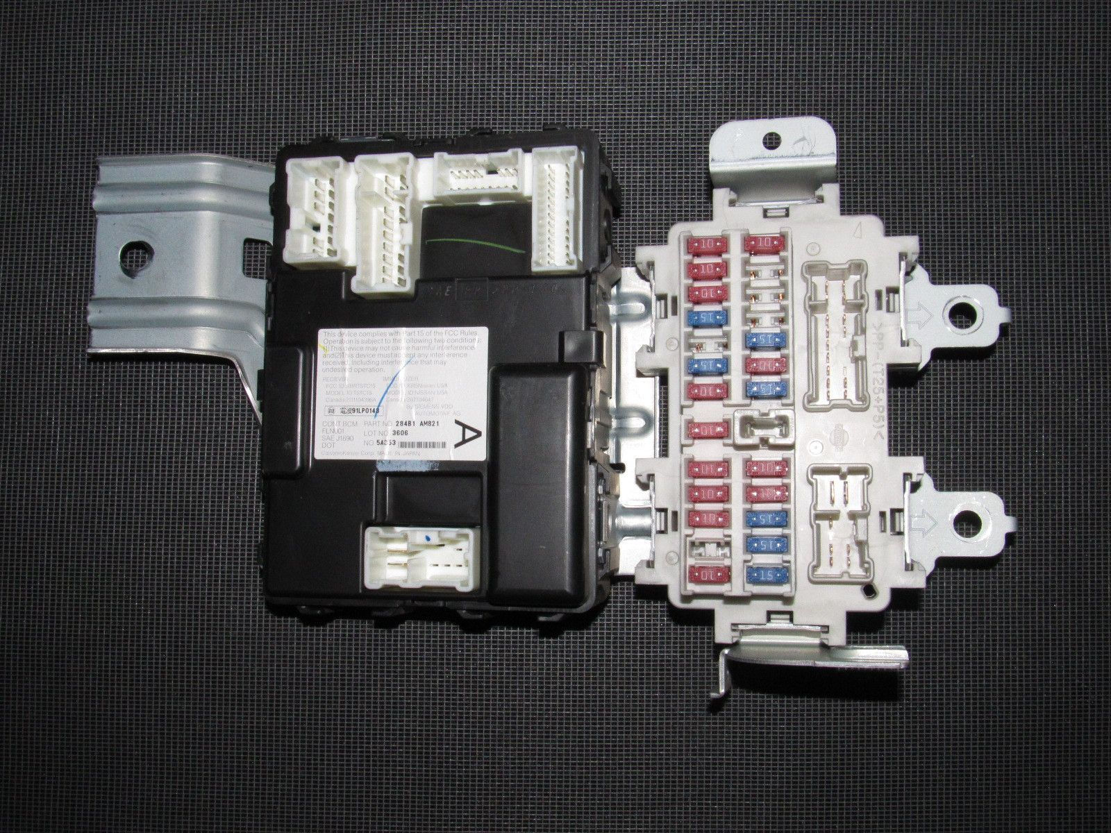 hight resolution of 03 04 infiniti g35 sedan oem interior fuse box bcm